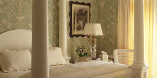 Beige Guest Room with 4-Poster 500x250 - Blantyre Hotel Restaurant & Spa - Lenox, MA