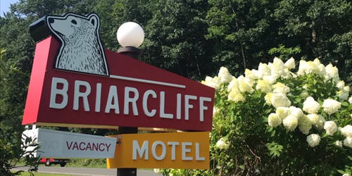 Entrance Sign in Summer 500x250 - Briarclif Motel - Great Barrington, MA