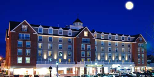 Super Moon Hotel View - Salem Waterfront Hotel - Salem MA