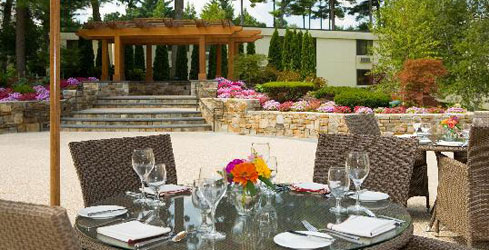 Outdoor Dining 500x250 - Doubletree Boston Bedford Glen - Bedford, MA