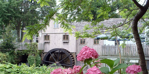 1636 Plimoth Grist Mill , built by the Mayflower traveler