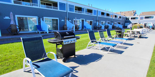 Courtyard - Edgewater Beach Resort - Dennisport, MA