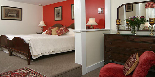Million Dollar Red Room - Tuck Inn B&B - Rockport, MA