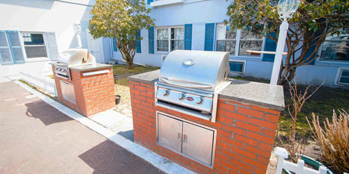 Outdoor Grills - Harbor Landing - Vineyard Haven, MA